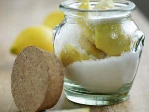 Zitronen in Salz eingelegt Rezept