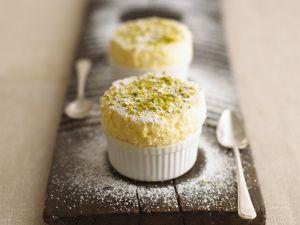 Zitronen-Quark-Souffle mit Pistazien und Puderzucker Rezept