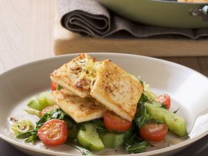 Zitronen-Senf-Tofu mit Gurkengemüse Rezept