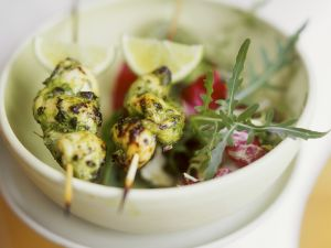 Zitronengras-Hähnchenspieße mit Salat Rezept
