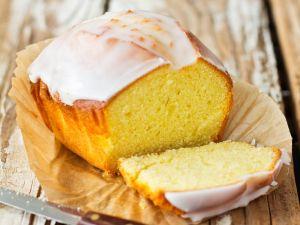 Zitronenkuchen mit Zuckerguss Rezept