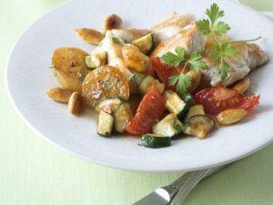 Zitroniges Hühnchen mit Zucchini und Tomate Rezept