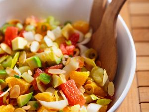 Zitrusfruchtsalat mit Avocado und Mandelblättchen Rezept