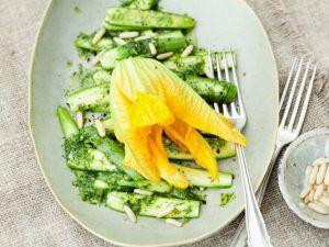 Zucchini-Carpaccio mit Minzdressing Rezept