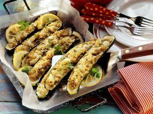 Zucchini mit Bulgur-Feta-Füllung Rezept