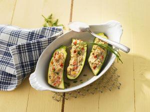 Zucchini mit Gemüse-Quark-Füllung Rezept