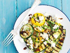 Zucchini, gegrillt mit Balsamico, Feta und Minze Rezept