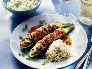 Zucchini mit Reis-Hackfleisch-Füllung Rezept
