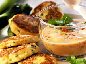 Zucchini-Quark-Plätzchen mit Paprikasauce Rezept