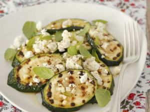 Zucchini vom Grill mit Schafskäse Rezept
