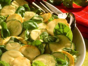 Zucchinisalat mit Senfdressing Rezept