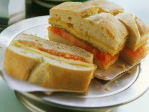 Zwiebelfrittata-Sandwich mit Tomate Rezept
