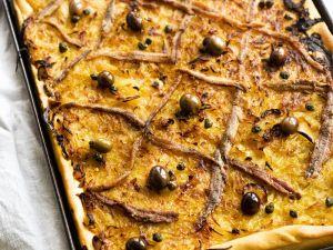 Zwiebelkuchen mit Anchovis Rezept