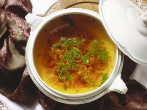 Zwiebelsuppe auf fränkische Art Rezept