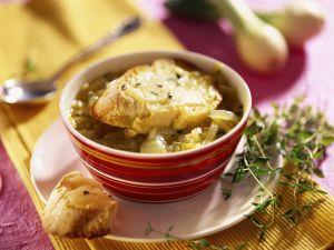 Zwiebelsuppe mit Käsebrot Rezept