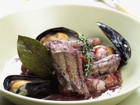 Aal mit Rotwein mariniert dazu Muscheln