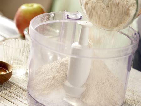 Klassischer Apfelkuchen: Zubereitungsschritt 1