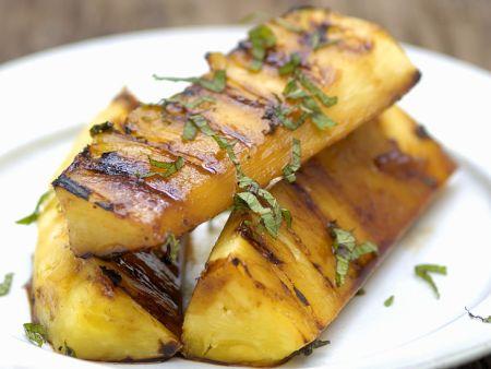 Ananas mit Basilikum vom Grill