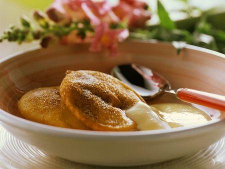 Apfel-Beignets mit Vanillesauce