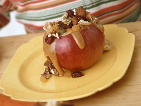 Apfel mit Nuss-Karamell-Füllung