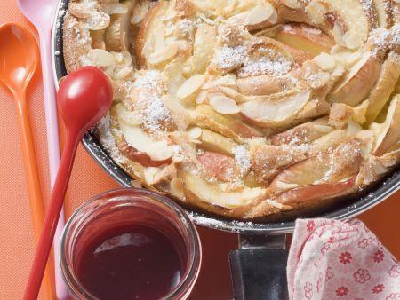 Apfelpfannkuchen mit Beerensoße