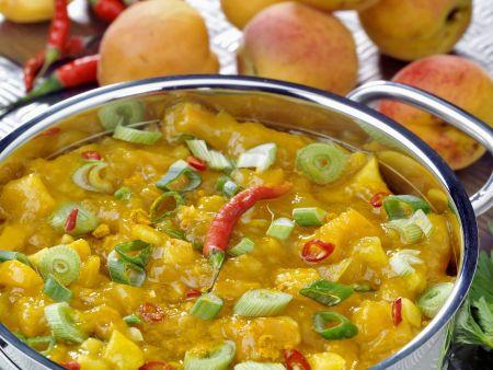 Aprikosenchutney mit Sellerie