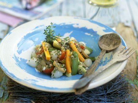 Artischocken mit Gemüse und Kräutern