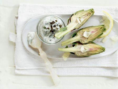 Artischocken mit Roquefort-Dip