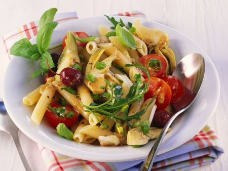 Artischocken-Nudel-Salat mit Kirschtomaten