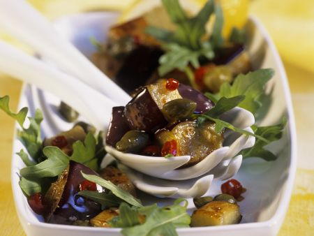 Auberginen-Rucola-Salat mit Kapern
