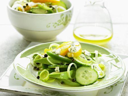 Avocado-Gurken-Salat mit Pfirsich und Gorgonzola