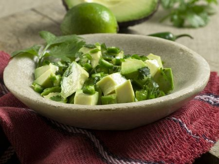Avocado-Koriander-Salat mit Limette