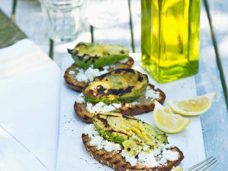 avocado vom grill mit feta auf brot rezept eat smarter. Black Bedroom Furniture Sets. Home Design Ideas