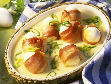 Bacon-Eier mit Senfsauce