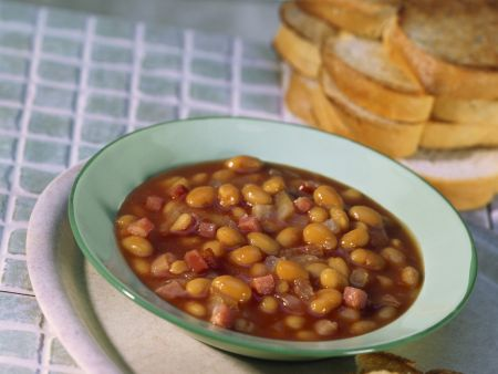 Baked Beans mit Ahornsirup und Toastbrot
