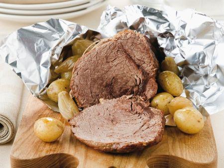 Balsamico-Rinderbraten mit Kartoffeln und Zwiebeln