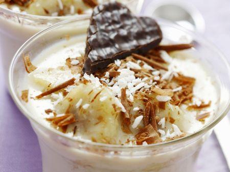 Bananen-Kokos-Dessert mit weißer Schokolade