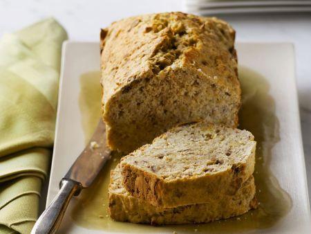 Brot mit Bananen und Pekannüssen