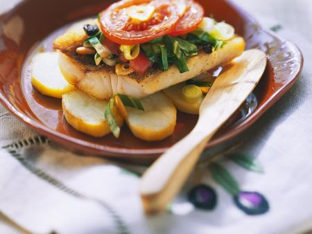 Barsch mit Gemüse aus dem Ofen