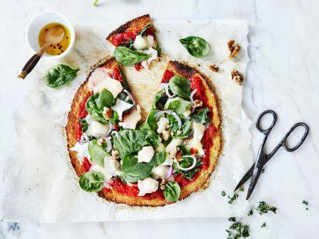 Blumenkohl-Pizza mit Ziegenkäse und Spinat