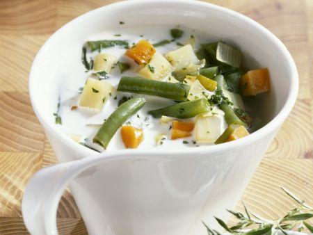 Bohnen-Gemüsesuppe mit Rahm