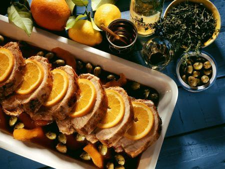 Braten vom Schwein mit Oliven und Orangen