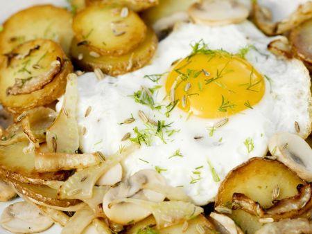 Bratkartoffeln mit Champignons, Fenchel und Ei