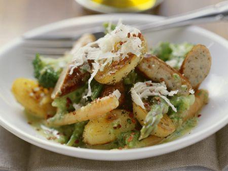 Bratwurst-Kartoffel-Salat mit Spargel
