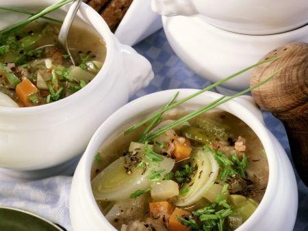 Brot-Gemüse-Suppe mit Speck