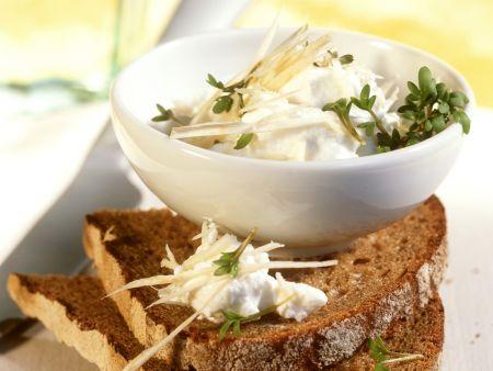 Brot mit Quark und Kresse