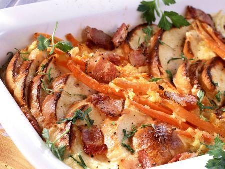 Brotgratin mit Karotten und Speck