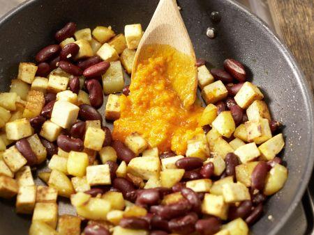 """Kartoffelpfanne """"Indianer-Schmaus"""": Zubereitungsschritt 12"""