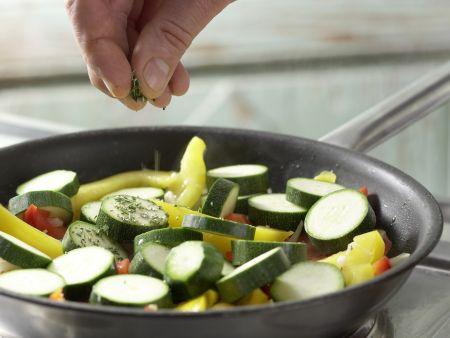 Bunte Gemüsepfanne: Zubereitungsschritt 9