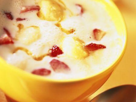 buttermilch mit erdbeeren und grie kl chen rezept eat smarter. Black Bedroom Furniture Sets. Home Design Ideas